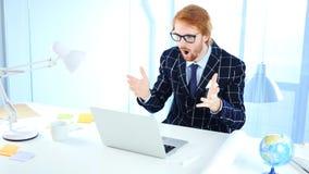 Uomo d'affari Shocked, progettista domandantesi sgomento della testarossa Immagine Stock