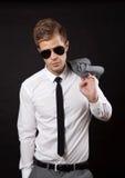 Uomo d'affari sicuro con gli occhiali da sole Fotografie Stock Libere da Diritti