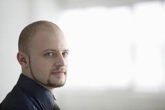 Uomo d'affari sicuro In Warehouse Fotografia Stock Libera da Diritti