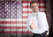 Uomo d'affari sorridente che offre la sua mano per la festa dell'indipendenza Immagini Stock Libere da Diritti