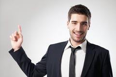 Uomo d'affari sorridente Pointing Upwards Fotografia Stock Libera da Diritti