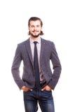Uomo d'affari sorridente sicuro nell'usura convenzionale Immagini Stock Libere da Diritti