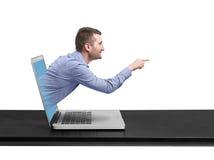 Uomo d'affari sorridente uscito del computer portatile Fotografia Stock
