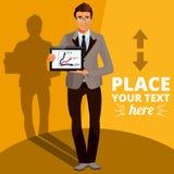 Uomo d'affari Standing ed informazioni di presentazione sul PC della compressa Fotografia Stock