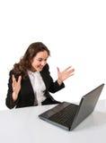 Uomo d'affari stupito online con un computer portatile Immagine Stock Libera da Diritti