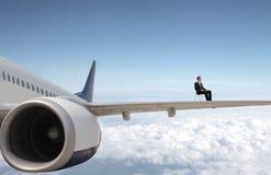 Uomo d'affari su un aereo Fotografia Stock Libera da Diritti