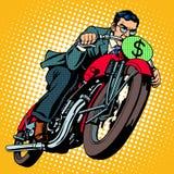 Uomo d'affari su un motociclo girl finanziario tiene un pacchetto di piacere dei dollari Immagini Stock Libere da Diritti