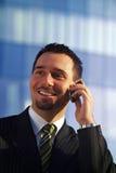 Uomo d'affari sul cellulare Immagini Stock
