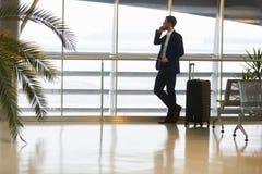 Uomo d'affari sul telefono di affari sul telefono fotografia stock