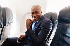 Uomo d'affari sull'aeroplano immagine stock libera da diritti