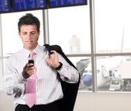 Uomo d'affari sull'aeroporto Fotografia Stock