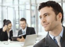 Uomo d'affari sulla riunione d'affari immagine stock