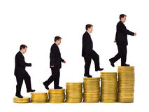 Uomo d'affari sulla scala dei soldi Fotografia Stock