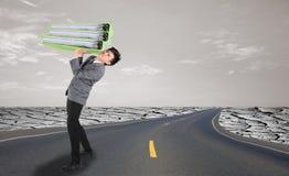 Uomo d'affari sulla via nel concetto del duro lavoro Immagini Stock Libere da Diritti