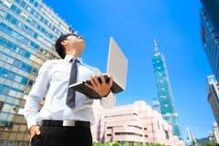 Uomo d'affari a Taipeh fotografia stock libera da diritti