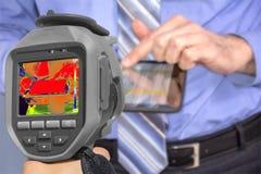 Uomo d'affari With Thermal Camera della registrazione immagini stock