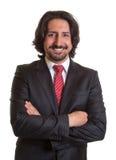 Uomo d'affari turco diritto con la barba e le armi attraversate Fotografia Stock
