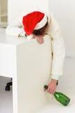 Uomo d'affari ubriaco durante la celebrazione dell'anno nuovo Fotografie Stock Libere da Diritti