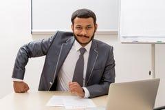 Uomo d'affari in ufficio Fotografie Stock Libere da Diritti