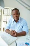 Uomo d'affari in ufficio Fotografia Stock
