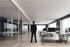 Uomo d'affari in ufficio coworking Immagine Stock Libera da Diritti