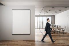 Uomo d'affari in ufficio immagini stock libere da diritti