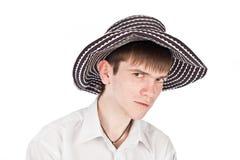 Uomo d'affari in un cappello su una priorità bassa dell'isolato Fotografie Stock Libere da Diritti