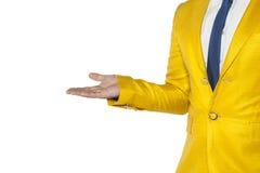 Uomo d'affari in un vestito dell'oro, in uno spazio della copia ed in un fondo di bianco immagine stock