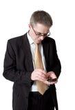 Uomo d'affari in vestito con lo smartphone fotografia stock libera da diritti