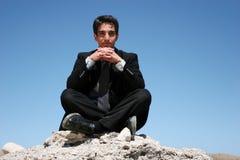 Uomo d'affari in vestito scuro fotografie stock libere da diritti