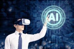 Uomo d'affari in vetri di VR ed indicare alla tecnologia digitale d'ardore di AI di intelligenza artificiale fotografia stock libera da diritti