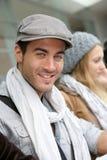 Uomo d'avanguardia dello studente che va in giro con i compagni di scuola Fotografia Stock Libera da Diritti