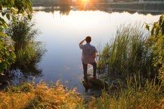 Uomo dal fiume fotografia stock