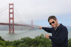 Uomo davanti a golden gate bridge, San Francisco, California, U.S.A. Fotografia Stock Libera da Diritti