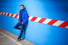 Uomo dei pantaloni a vita bassa di fotografia Immagini Stock