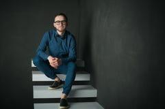Uomo dei pantaloni a vita bassa di fotografia dello studio Fotografia Stock Libera da Diritti
