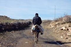 Uomo del berbero che va alla sua casa Fotografia Stock Libera da Diritti