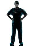 Uomo del chirurgo di medico con la siluetta della maschera di protezione Fotografia Stock