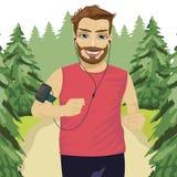 Uomo del corridore che pareggia nel parco con il bracciale dello smartphone che ascolta la lista musicale radiofonica di musica s Immagini Stock Libere da Diritti