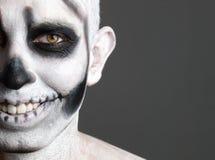 Uomo del fronte verniciato con un cranio 3 Immagini Stock