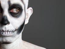 Uomo del fronte verniciato con un cranio 4 Fotografia Stock Libera da Diritti