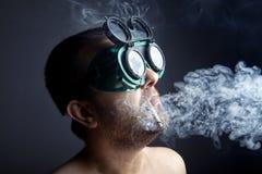 Uomo del fumatore Fotografia Stock Libera da Diritti