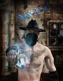 Uomo del gangster con la pistola in via Fotografie Stock