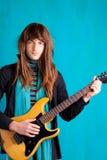 Uomo del giocatore di chitarra elettrica di anni settanta del hard rock Fotografie Stock