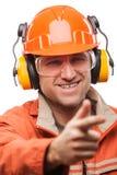 Uomo del lavoratore manuale o dell'ingegnere nell'iso bianco del casco dell'elmetto protettivo di sicurezza immagini stock