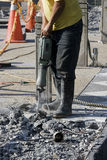 Uomo del lavoro con il Jackhammer Immagini Stock Libere da Diritti