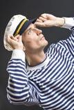 Uomo del marinaio con la protezione bianca Immagine Stock Libera da Diritti