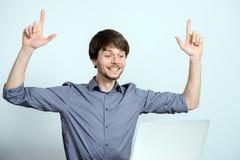 Uomo del posto di lavoro con il taccuino Immagine Stock Libera da Diritti