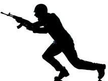 Uomo del soldato dell'esercito su assalto Immagine Stock