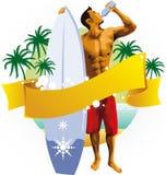 Uomo del surfista che beve sulla spiaggia Fotografie Stock